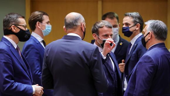 Hace una semana, Macron participó de la cumbre del Consejo Europeo. En la foto, conversa con el primer ministro de Hungría, Viktor Orban. Lo rodean el primer ministro de Polonia, Mateusz Morawiecki; el canciller de Austria, Sebastian Kurz, y el primer ministro de Grecia, Kyriakos Mitsotakis. (REUTERS)
