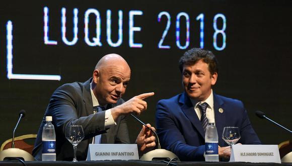 Gianni Infantino y Alejandro Domínguez, presidentes de FIFA y Conmebol, respectivamente. (Foto: AFP)