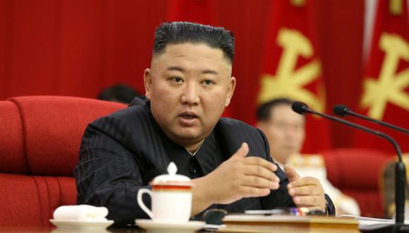 El líder norcoreano, Kim Jong Un, habla durante la sesión del tercer día de la Tercera Reunión Plenaria del Octavo Comité Central del Partido de los Trabajadores de Corea en Pyongyang, Corea del Norte. (Foto: KCNA vía REUTERS).
