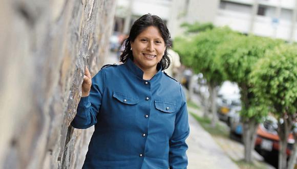 Silvana Flores es ingeniero metalúrgica. Tiene 17 patentes en Indecopi. Ha sido ejecutora en más de 50 proyectos de investigación, desarrollo e innovación y ha recibido más de 310 reconocimientos por parte de la academia, empresas, gremios profesionales y empresariales, así como entidades del sector público.