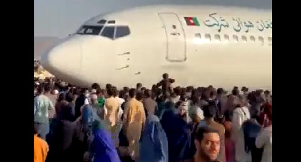 US troops fire in air at Kabul airport in front of thousands of Afghans trying to escape