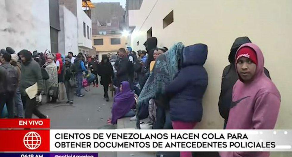 Ciudadanos de origen venezolano buscan tramitar el certificado de antecedentes policiales. (Captura: América Noticias)