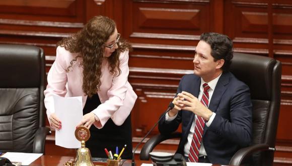 Congresista Rosa Bartra explicó ante el pleno labor de la Comisión de Constitución (Foto: Lino Chipana)