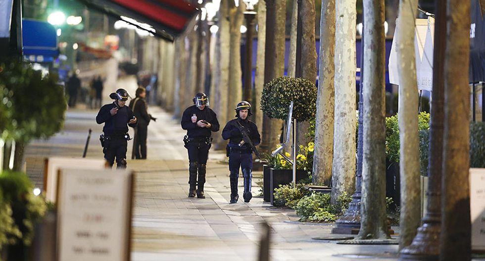 Alerta máxima en París por ataque terrorista en Campos Elíseos - 13