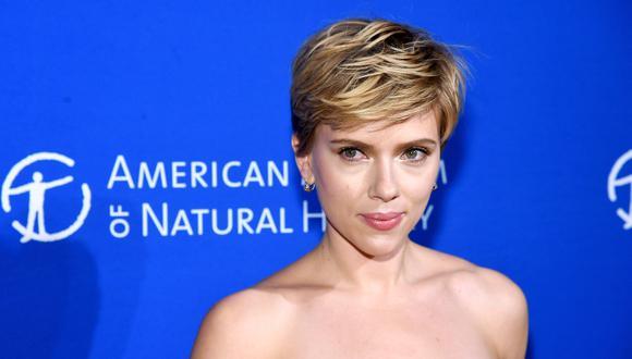Scarlett Johansson se encuentra entre las estrellas que firmaron la carta dirigida a la líder demócrata en el Congreso de Estados Unidos. (Foto: AFP)