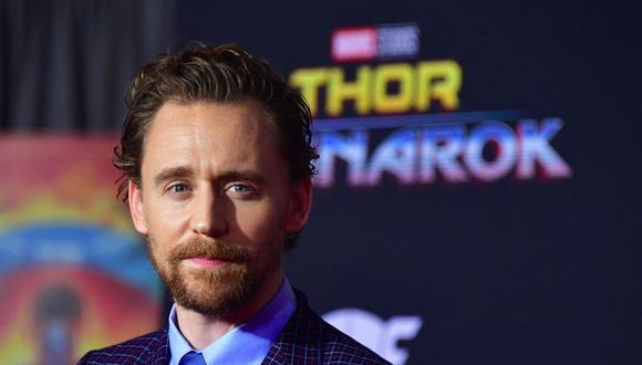 """El actor Tom Hiddleston llega para el estreno de la película """"Thor: Ragnarok"""" en Hollywood, California, el 10 de octubre de 2017. Actualmente es protagonista de su propia serie, """"Loki"""", en Disney Plus. (Foto de archivo: Frederic J. Brown/ AFP)."""