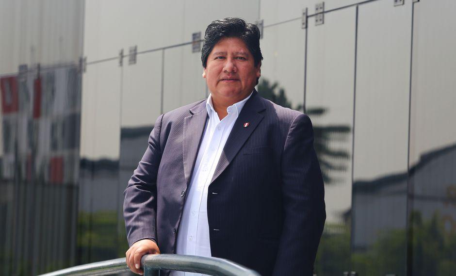Edwin Oviedo explicó que después de la elaboración de los nuevos estatutos de la FPF se sabrá cuándo finaliza su mandato. (Foto: Félix ingaruca/El Comercio)