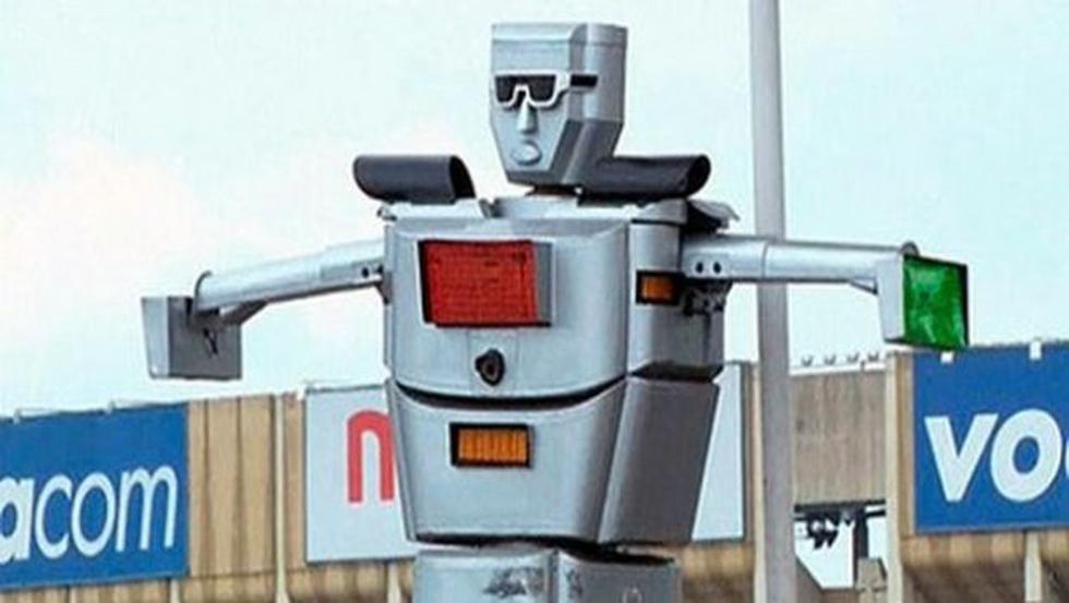 En Congo un robot dirige el tránsito     - 2