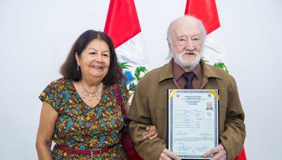 A sus 84 años, un científico australiano se nacionalizó peruano.
