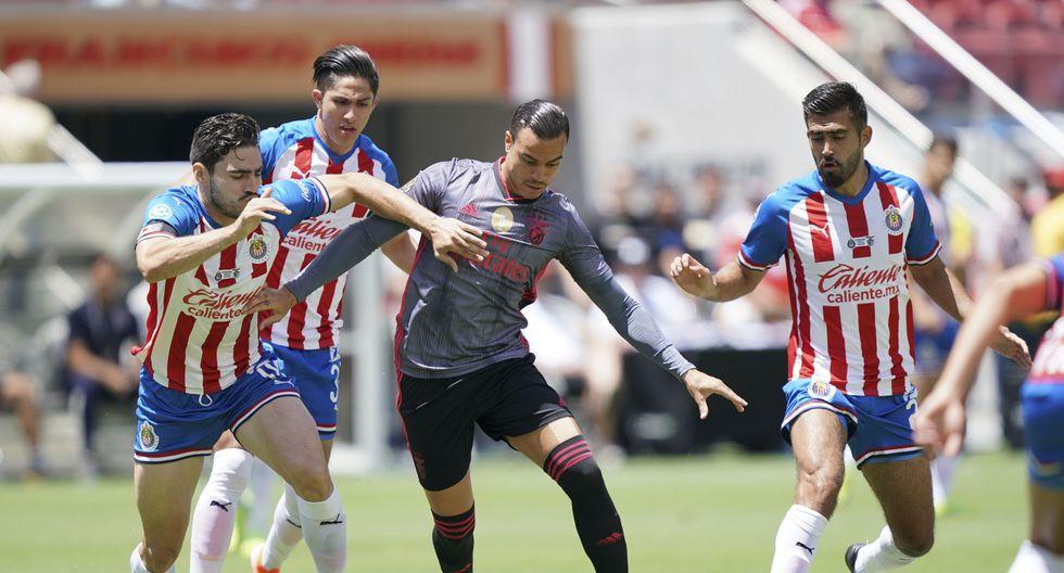 Chivas fue goleado por Benfica en un amistoso disputado en California. (Foto: Reuters)