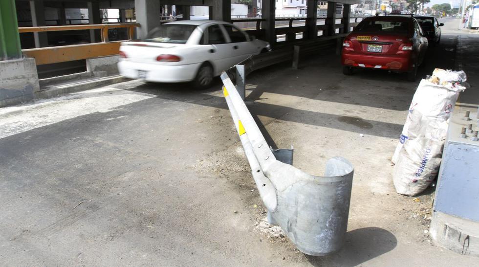 Guardavías dificulta el paso vehicular en la Av. Brasil [FOTOS] - 1