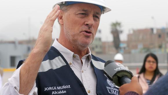 Alcalde de Lima supervisó el avance de la construcción del puente peatonal Malecón Checa. (Foto: Andina)