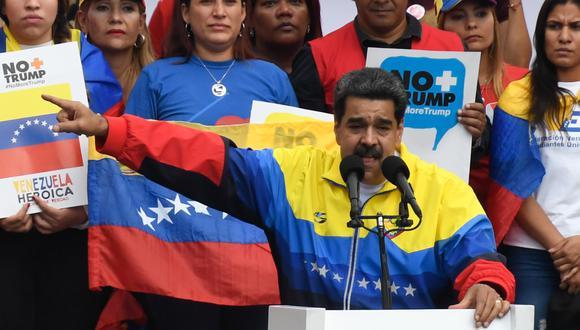 """El presidente de Venezuela, Nicolás Maduro, pronuncia un discurso durante la marcha """"No más cuerpos"""" para protestar contra las sanciones de Estados Unidos en Caracas el 10 de agosto de 2019. (Foto: AFP)"""