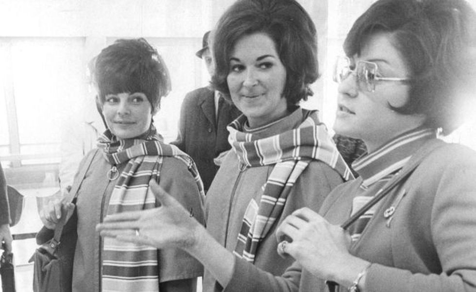 Charlene Delmonico (right) shows the press how the kidnapping took place. It is accompanied by Tanya Novacoff (left) and Roberta Johnson (center). (Getty Images)