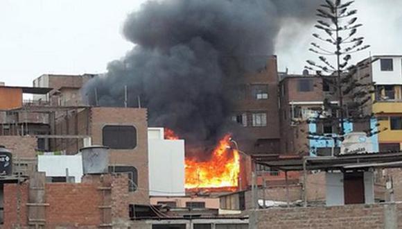 Chorrillos: incendio consume casa de madera en azotea