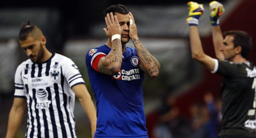 Milton Caraglio estuvo muy cerca de abrir el marcador en el Estadio Azteca | Foto: AP