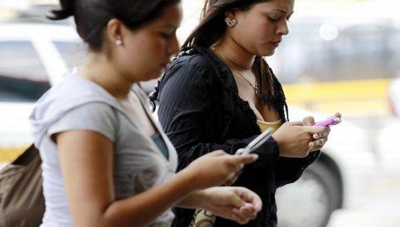 Los usuarios de teléfonos móviles en Perú tendrán nuevos procedimientos para realizar denuncias. (Foto: BBC)