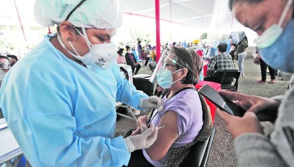 El ministro de Salud señaló que el avance en la vacunación puede atenuar los efectos de la primera ola. (Foto: Jorge Cerdán)