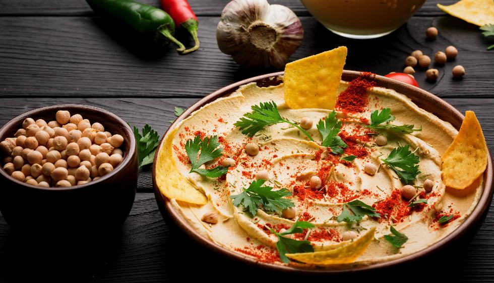 En tu paso por Oriente Medio prueba el hummus, popular pasta a base de garbanzos. (Foto: Shutterstock)
