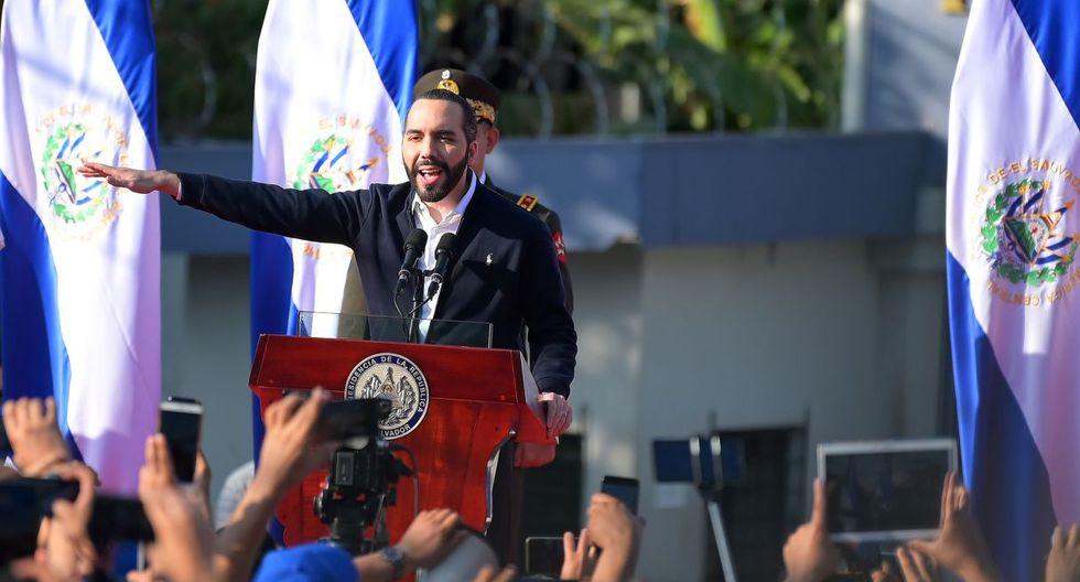 """El presidente de El Salvador, Nayib Bukele, dijo que """"el uso de la fuerza letal está autorizado"""" para los cuerpos de seguridad en defensa de sus vidas y de los ciudadanos. (AFP/MARVIN RECINOS)."""