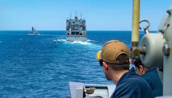 """El jueves, el petrolero """"Mercer Street"""" fue blanco de un ataque con dron en el mar de Omán, según el ejército estadounidense, que tiene varios navíos desplegados en la región. (Foto: AFP)"""