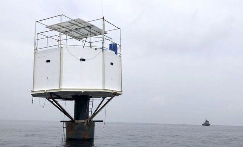Tailandia | Estados Unidos | La pareja que puede enfrentar la pena de muerte por construir una casa en el mar. (Thai Navy / BBC Mundo)