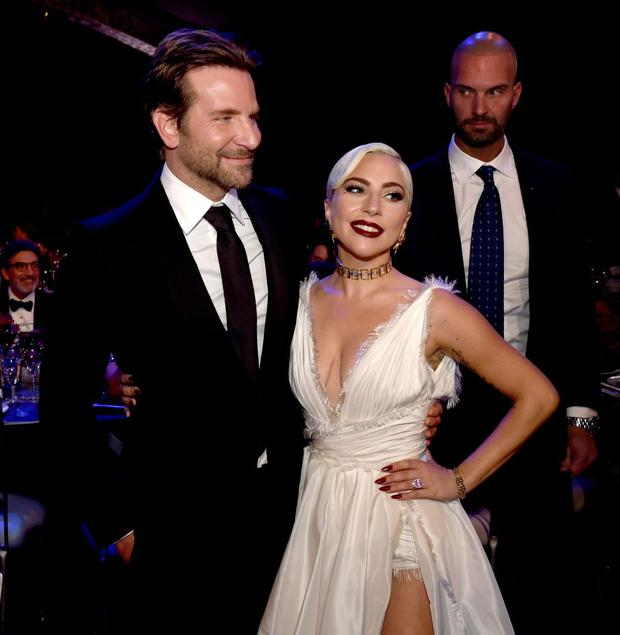 """Bradley Cooper and Lady Gaga during the promotional campaign of """"A Star Is Born"""" (Photo: AFP)"""