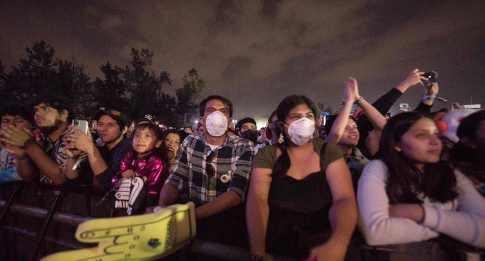 Los asistentes al Festival Vive Latino 2020 asistieron con mascarillas. (Foto: Agencia)