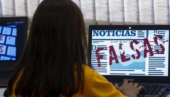 Students of Unified Educational Centers (CEU) attend a lesson on 'Fake News: access, security and veracity of information', in Sao Paulo, Brazil on June 21, 2018. - Media analysis is a compulsory subject in Brazilian schools. (Photo by Miguel SCHINCARIOL / AFP)
