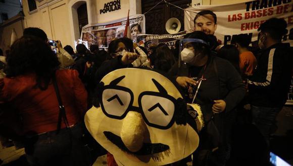 Militantes de Acción Popular protestaron contra las decisiones que tomó la mayoría de la bancada.