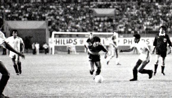 Universitario venció a un Boca que llegó con la gran figura de Diego Armando Maradona. (Foto: Archivo Prensmart)