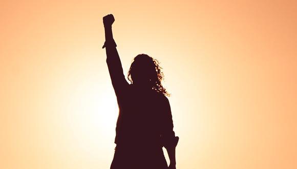 """""""El empoderamiento femenino hoy tiene más que ver con una mujer que se reivindica desde la resiliencia. El saber cómo afrontar los tiempos difíciles"""", sostiene la psicóloga y sexóloga Romina Castro."""