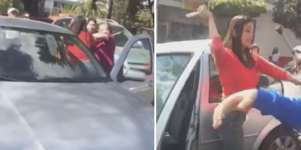 Cuando la familia cruzó la calle, el semáforo estaba en rojo y al cambiar a verde, aún no habían terminado de pasar, así que la conductora arrancó su auto y casi los arrolla. (Foto: Facebook)