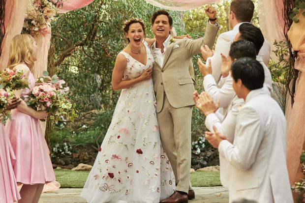 Allison (Garner) and Carlos Torres (Ramírez) are two husbands who decide to give their three children a full day in which they will say yes to all their requirements.  (Photo: Netflix)
