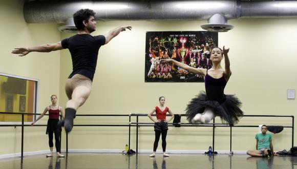 Bailarines cubanos desertores actuarán en Miami