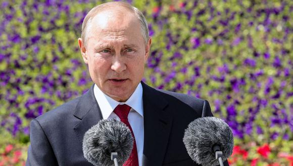 El presidente de Rusia, Vladimir Putin, acudió a la actividad sin mascarilla y guante. (AFP / SPUTNIK / Mikhail KLIMENTYEV).