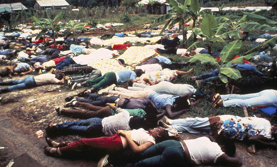 El escenario en Jonestown era de horror: más de 900 cadáveres, de los cuales unos 250 eran de niños, desperdigados en la granja. (AP)