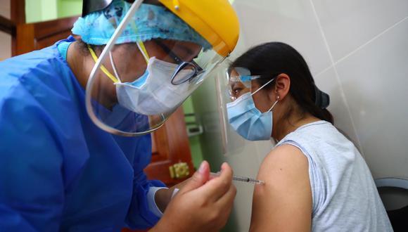 La primera fase de la campaña de vacunación contra el coronavirus inició este martes. (Foto: Hugo Curotto)