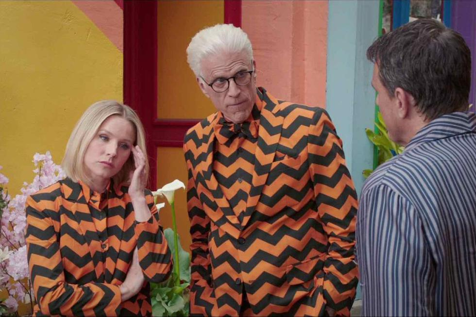 """Kristen Bell participated in the series """"The Good Place"""" (2016) as Eleanor Shellstrop alongside Ted Dansen (Michael).  (Source: NBCUniversal Television Distribution)"""