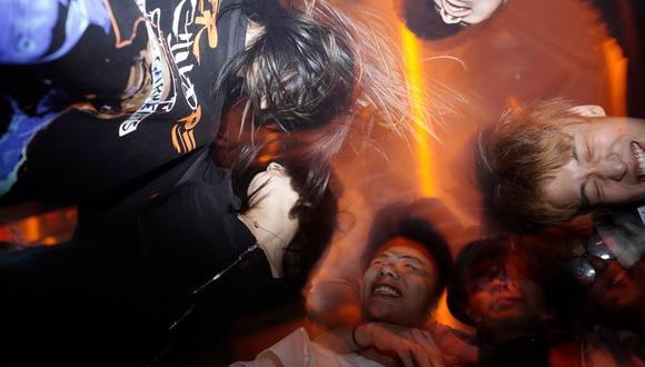 La gente baila en una discoteca de Wuhan. (Aly Song / Reuters).