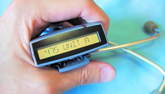 El Beeper fue el predecesor de los mensajes de texto vía sms o whatsapp y fue muy popular, porque permitía comunicarse en forma rápida y económica.