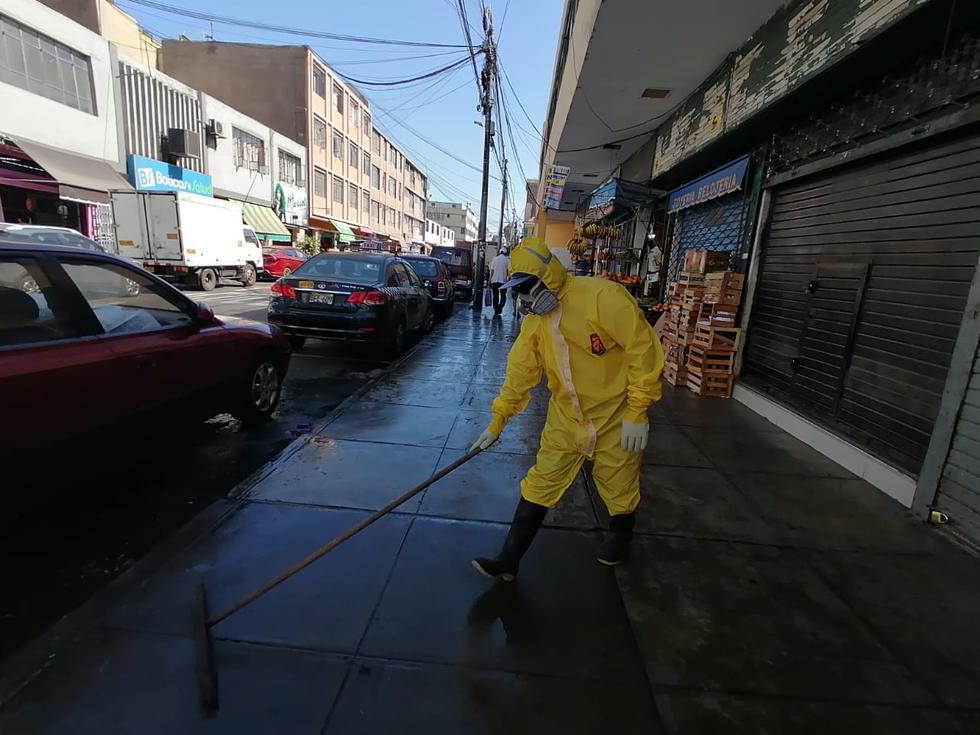 La Municipalidad de Lince realizó esta mañana trabajos de limpieza, desinfección y fumigación en los principales centros de abasto del distrito. (Foto: Municipalidad de Lince)