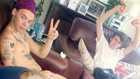 One Direction: filtran selfie de Harry Styles semidesnudo