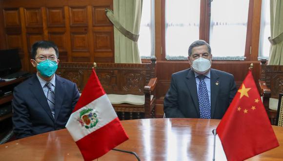 Bustamante señaló que la reunión con el embajador de China fue amistosa. (Foto: Congreso de la República)