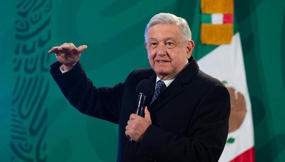 Fotografía cedida que muestra al presidente de México, Andrés Manuel López Obrador, quien habla durante su conferencia en Palacio Nacional, en Ciudad de México. (EFE/PRESIDENCIA).