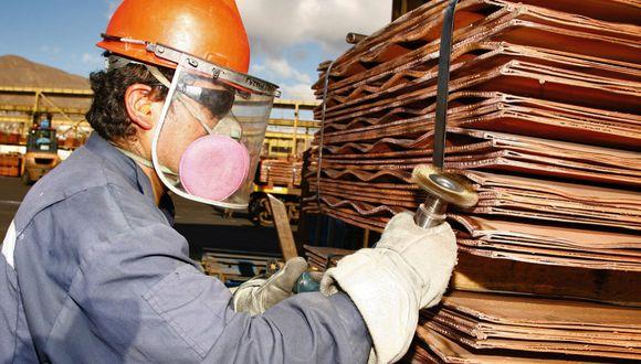 Se debe mitigar los efectos de la reducción de ingresos por la menor cotización del cobre. (Foto: Andina)