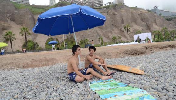 Préstamo de sombrillas en playas de Miraflores