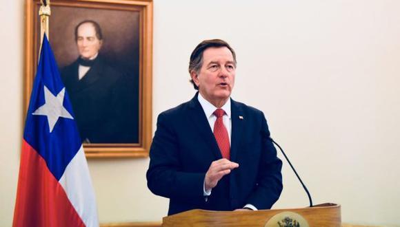 """""""Chile decidió suspender (la reunión con Bolivia), porque creemos que no está dado el ambiente para tener una reunión productiva"""", precisó Roberto Ampuero. (Foto: Twitter/@Minrel_Chile)"""