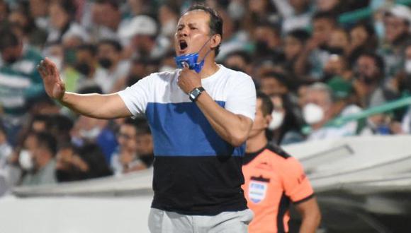 Juan Reynoso llegó en enero a Cruz Azul y lo hizo campeonar en el Clausura 2021. (Foto: AFP)