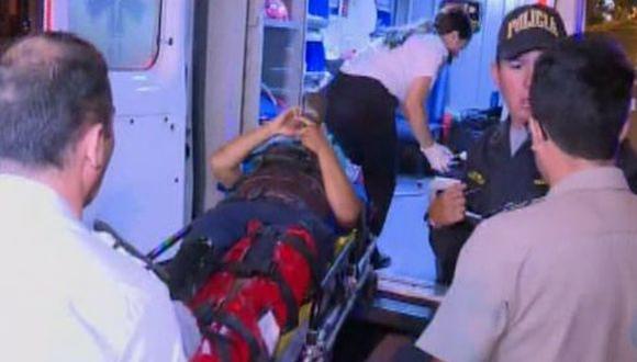 El herido fue trasladado a una clínica cercana. (Foto: Captura/América Noticias)